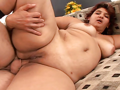 BBW gains fuck on a bed and this girl gains cream pie in here !