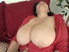 Guy licks pussy of chubby mature